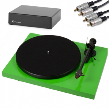 Pro-Ject Debut Carbon ( DC ) Turntable inc. Cartridge, Lid, PreAmp & Cables